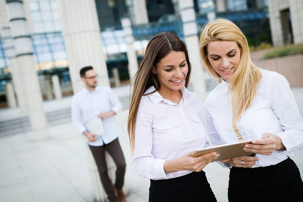 Kredyt czy faktoring? Jak zadbać o gotówkę